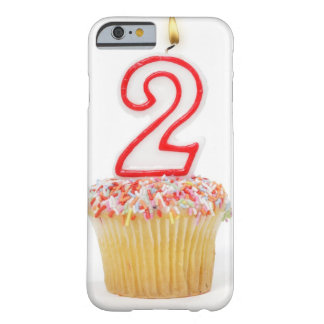 Petit gâteau avec une bougie numérotée 6 coque barely there iPhone 6