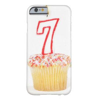 Petit gâteau avec une bougie numérotée 7 coque iPhone 6 barely there