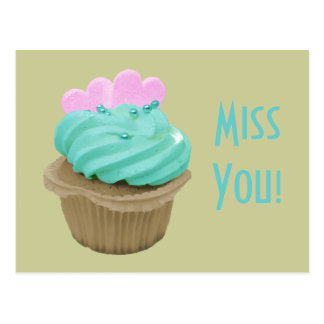 Petit gâteau crème vert et coeurs roses carte postale