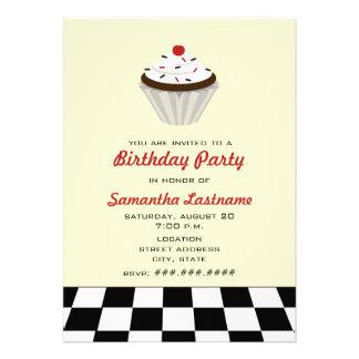 Petit gâteau de chocolat avec la rétro fête d anni invitation personnalisable