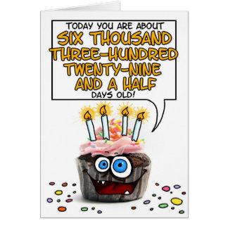 Petit gâteau de joyeux anniversaire - 17 années carte