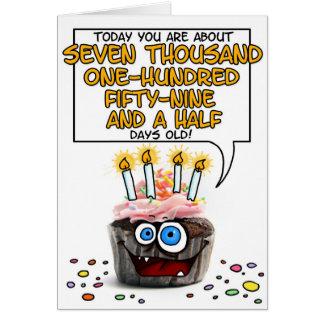 Petit gâteau de joyeux anniversaire - 19 années carte de vœux