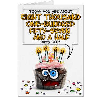 Petit gâteau de joyeux anniversaire - 22 années carte de vœux