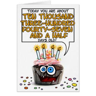 Petit gâteau de joyeux anniversaire - 28 années carte de vœux