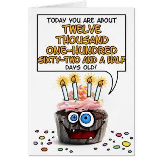 Petit gâteau de joyeux anniversaire - 33 années carte de vœux