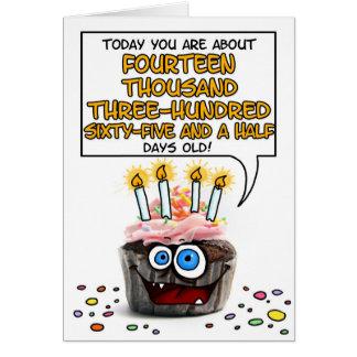 Petit gâteau de joyeux anniversaire - 39 années carte de vœux