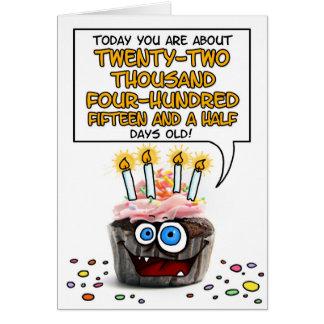 Petit gâteau de joyeux anniversaire - 61 années carte de vœux