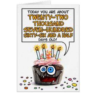 Petit gâteau de joyeux anniversaire - 62 années carte de vœux