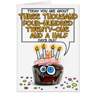 Petit gâteau de joyeux anniversaire - 9 années carte de vœux