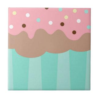 Petit gâteau en bon état petit carreau carré