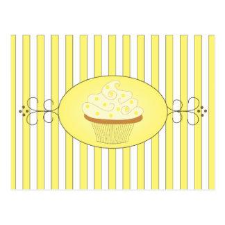 Petit gâteau jaune carte postale