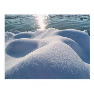 Petit groupe de berge congelée, glace, pierre, carte postale