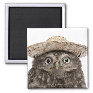 Petit hibou utilisant un chapeau de paille - magnet carré