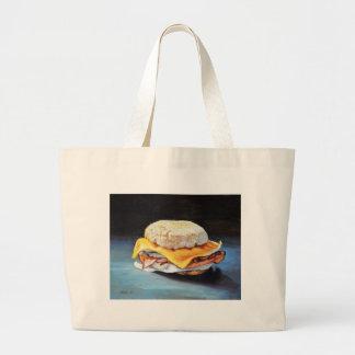 Petit pain anglais de jambon, d'oeufs et de grand tote bag
