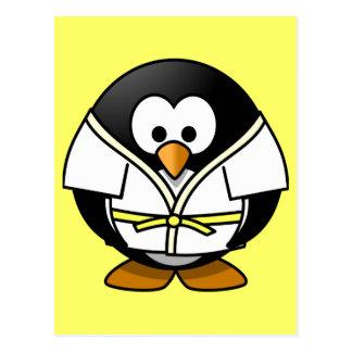 Petit pingouin animated mignon de judo carte postale