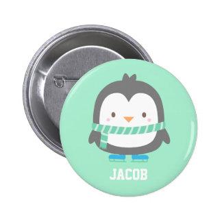 Petit pingouin mignon avec l'écharpe d'hiver pour pin's