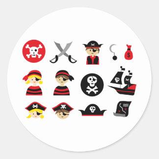 Petit pirate tout sticker rond