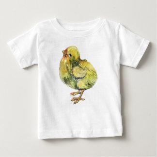 Petit poulet de jaune de bébé peint t-shirt pour bébé
