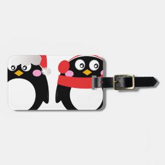 Petit rouge peint à la main de noir de pingouins étiquette à bagage