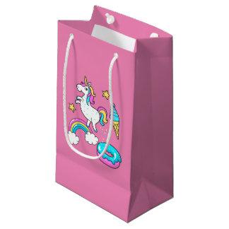 Petit Sac Cadeau L'arc-en-ciel pooping de licorne drôle arrose sur