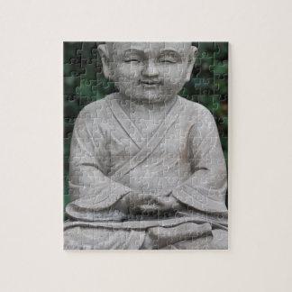 Petit statut de Bouddha dans le jardin Puzzle