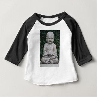 Petit statut de Bouddha dans le jardin T-shirt Pour Bébé