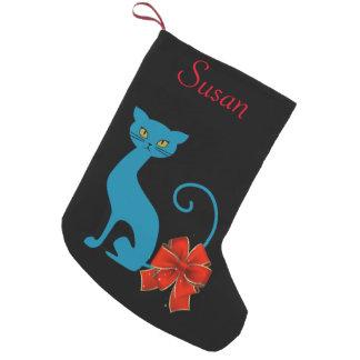 Petite Chaussette De Noël Chat bleu décoré d'un monogramme avec l'arc rouge