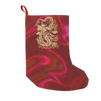 Petite Chaussette De Noël Dragon de relief d'or sur la copie rouge de satin