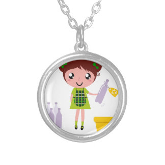 Petite fille artistique avec la bouteille collier