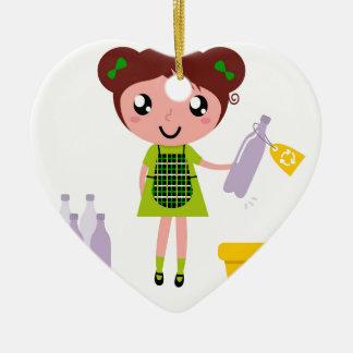 Petite fille artistique avec la bouteille ornement cœur en céramique