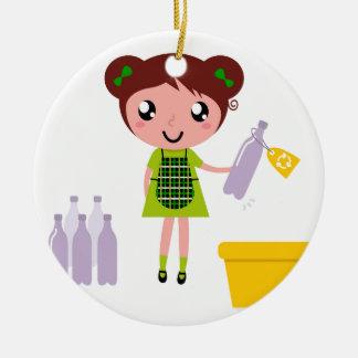 Petite fille artistique avec la bouteille ornement rond en céramique
