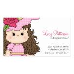Petite fille avec des cartes de visite de fleur de carte de visite