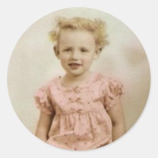 Petite fille blonde vintage dans les autocollants