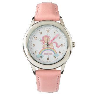 Petite licorne avec l'étoile sur la montre de rose