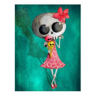 Petite Mlle Death avec la crème glacée de Hallowee Carte Postale