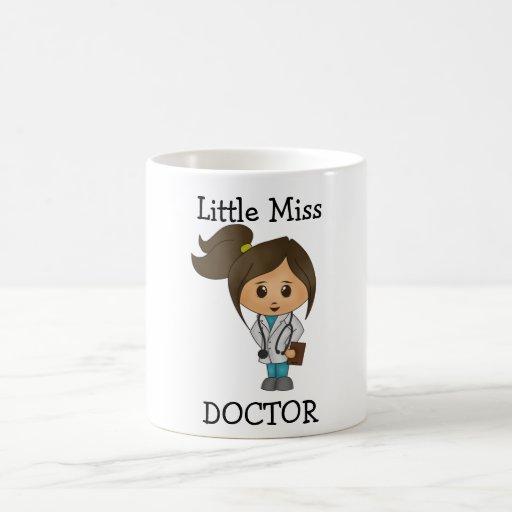 Petite Mlle le docteur - brune mignonne Tasse À Café