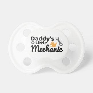 Petite tétine de BooginHead® du mécanicien du papa