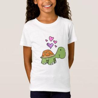 Petite tortue mignonne avec le T-shirt de coeur