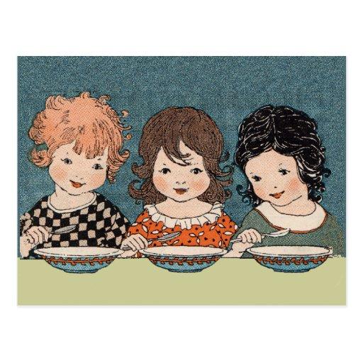 Petites filles vintages mangeant des soeurs de la  cartes postales