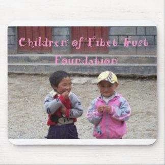 Petits enfants tibétains tapis de souris