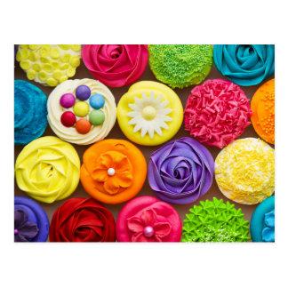 Petits gâteaux brillamment décorés cartes postales