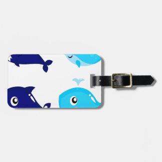 Petits T-shirts mignons bleus de baleines Étiquettes Bagages