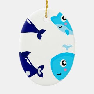 Petits T-shirts mignons bleus de baleines Ornement Ovale En Céramique
