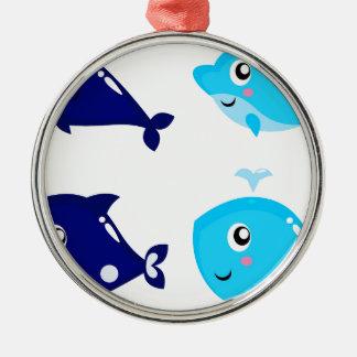 Petits T-shirts mignons bleus de baleines Ornement Rond Argenté
