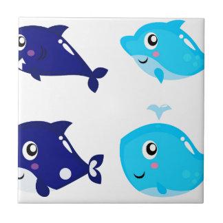 Petits T-shirts mignons bleus de baleines Petit Carreau Carré