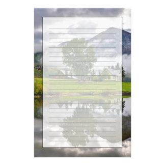 Peu de Chambre en brume sur le lac Papier À Lettre Personnalisable