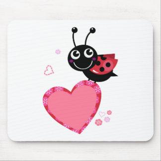 Peu d'heureux d'abeille de vol blackred tapis de souris
