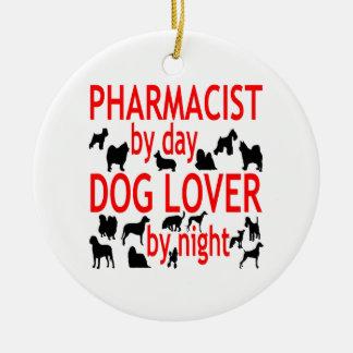 Pharmacien d'amoureux des chiens en rouge ornement rond en céramique