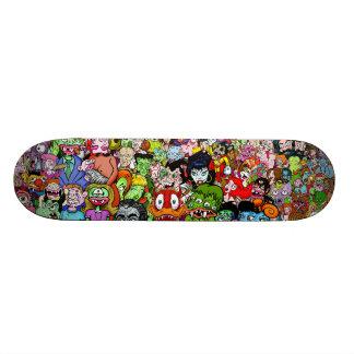 Phénomènes et planche à roulettes de geeks plateaux de skateboards customisés