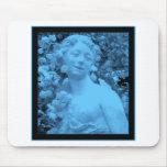 Photo bleue d'abrégé sur statue tapis de souris